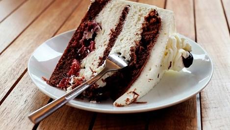 Яжте парче торта на закуска