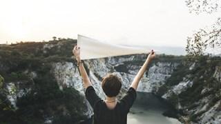 7 здравословни причини да вдигаме по-често ръцете си