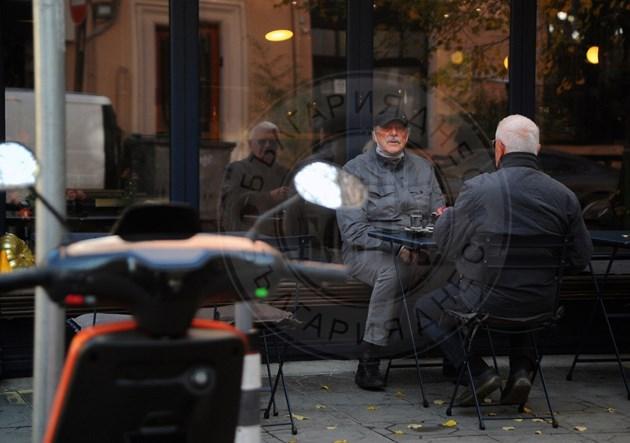 Кирил Маричков с приятел на кафе