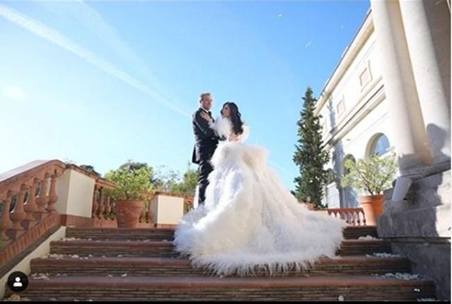Цеци Красимирова бе с ослепителна бяла рокля.