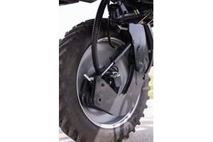 Двойното хидравлично окачване, независимо за всяко колело, позволява, според Матия Педна, инженер от Mazzotti, качествено пръскане при работна скорост от 25 км/час
