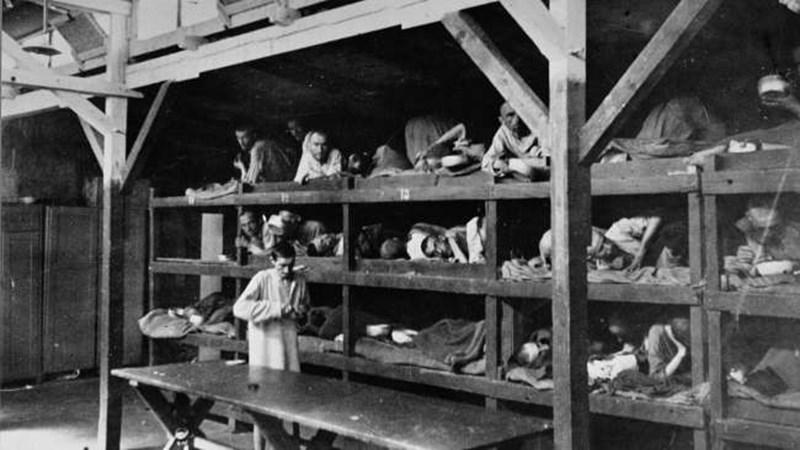 Концлагеристи в Бухенвалд при освобождаването им. Те разказват за множество случаи на психогенна смърт от безнадеждност.