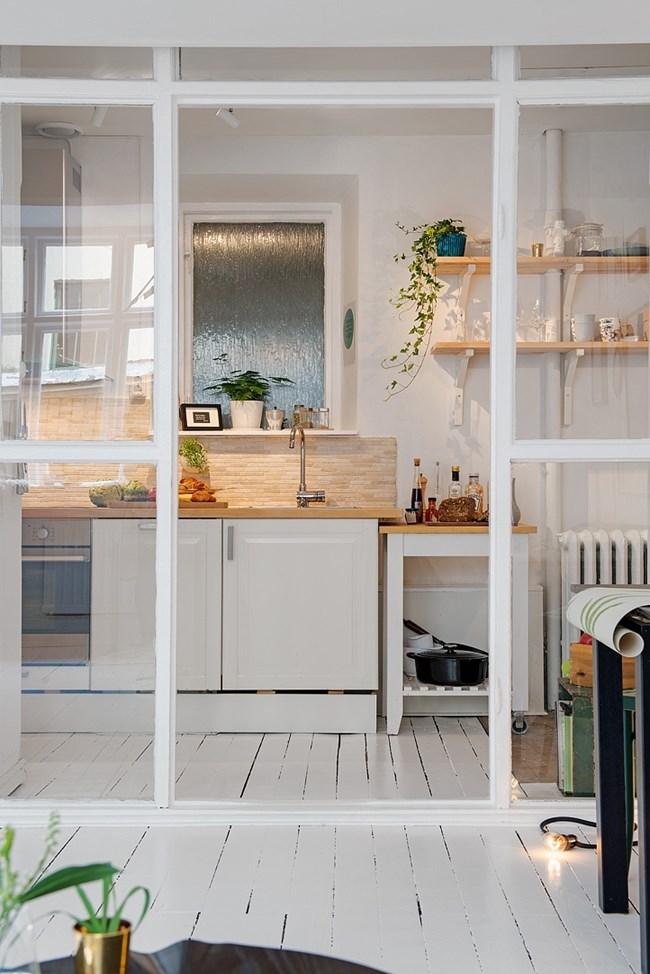 Кухнята е отлично оборудвана и със свое пространство