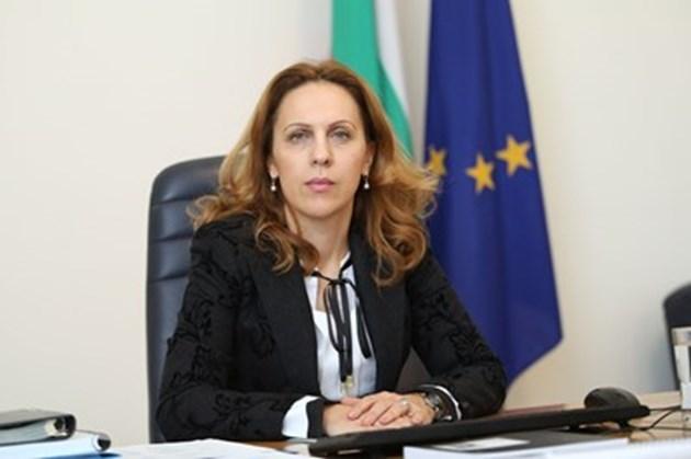 Вицепремиерът Николова говори с КРИБ за привличане на чужди работници