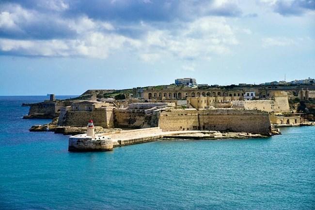 Крепостта Риказоли в Малта е Червената цитадела в Кралски чертог.