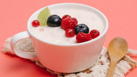Здравословно ли е да ядем плодове и кисело мляко за вечеря?