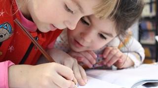 Съветите на Монтесори: Как да насърчим децата да четат