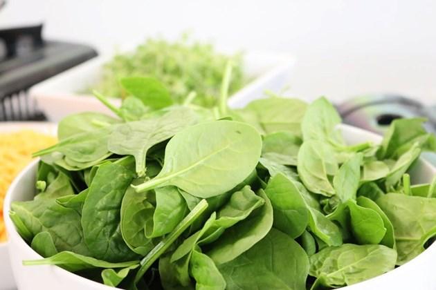 Кейл или спанак - съдържа калций, фибри, фолиева киселина и витамин А.