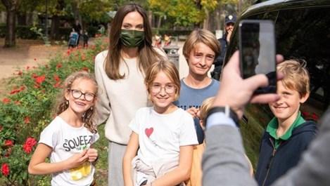 Анджелина Джоли омая римляните