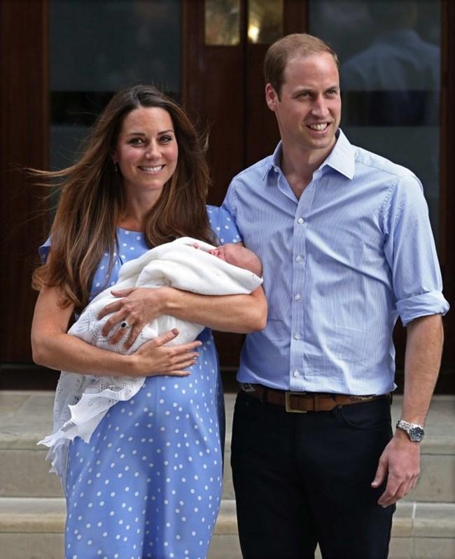 Кейт Мидълтън и принц Уилям представиха пред света принц Джордж на 23 юли 2013 г.