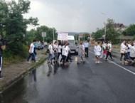 Медицински сестри от Момчилград блокираха пътя за Гърция (Видео)