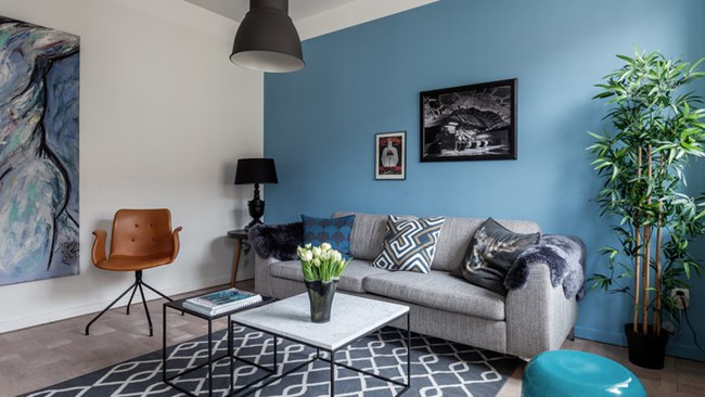 Нюансите на синия цвят дават много характер на малкия дом Снимки kvartblog.ru