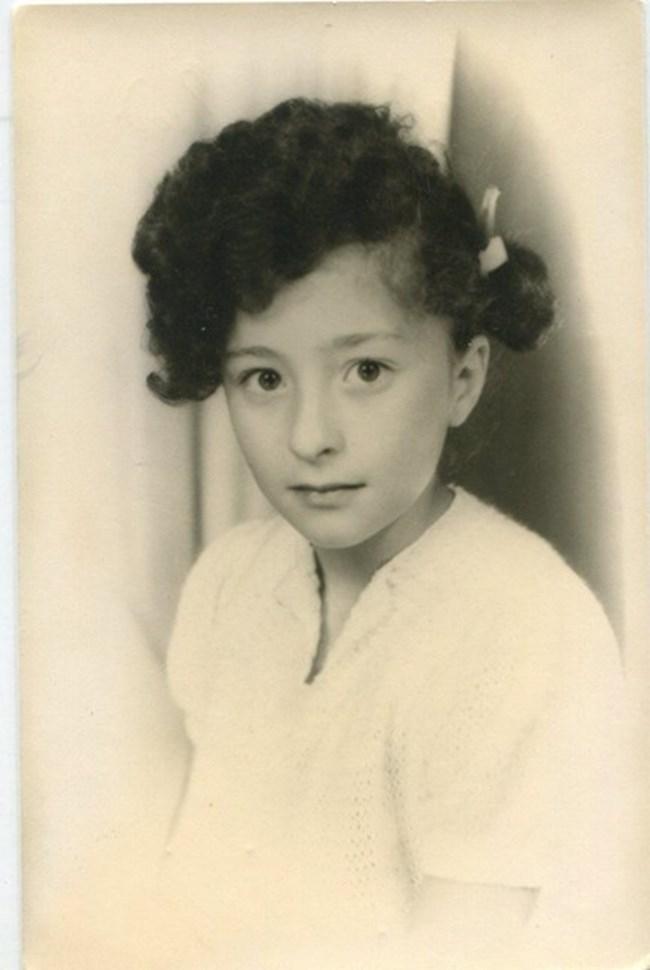 Заради танците малката Саня Армутлиева най-после започнала да си пуска дълга коса, защото трябвало да бъде вързана на опашки.