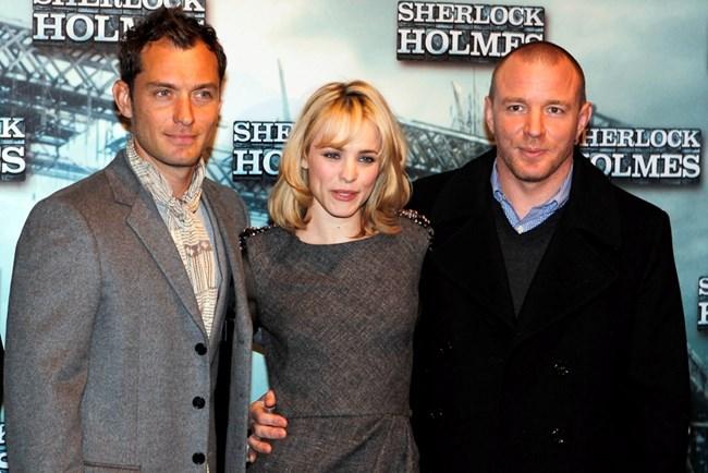 "с Рейчъл Макадамс и Гай Ричи, режисьор на ""Шерлок Холмс"", в който играят двамата актьори"