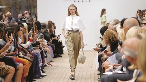 Широките панталони с висока талия прикриват несъвършенствата на бедрата