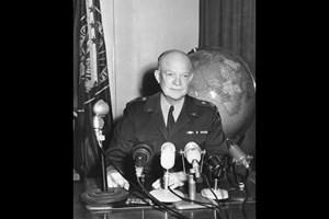 Срещна ли се с НЛО човекът, който победи Хитлер и създаде НАТО