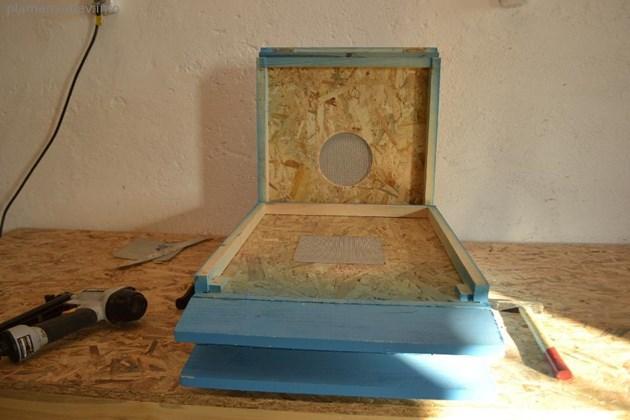 По-доброто зимуване на пчелните колонии е гарантирано при така направените дъна с мрежесто прозорче, съветва пчеларят Пламен Янев на личния си сайт. Снимка plamenyanev.info
