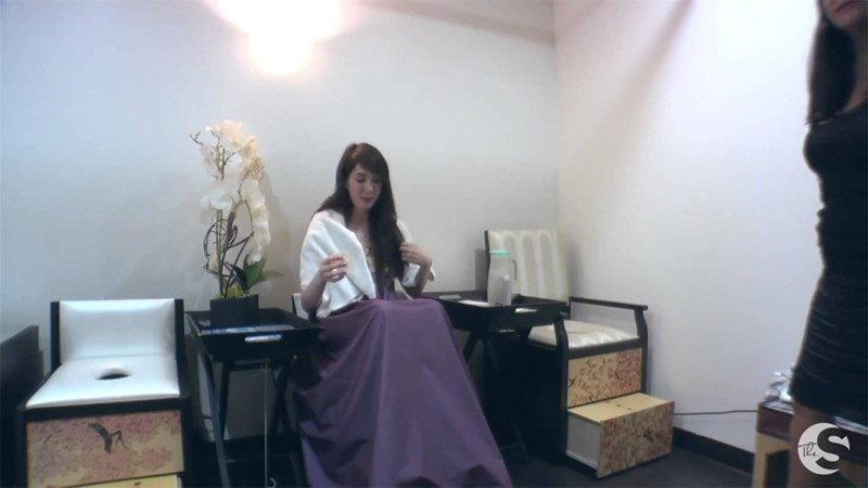 Спа салоните в САЩ са оборудвани със седалки с кожа и хавлиени кърпи, така че дамите да седят удобно при процедурата.