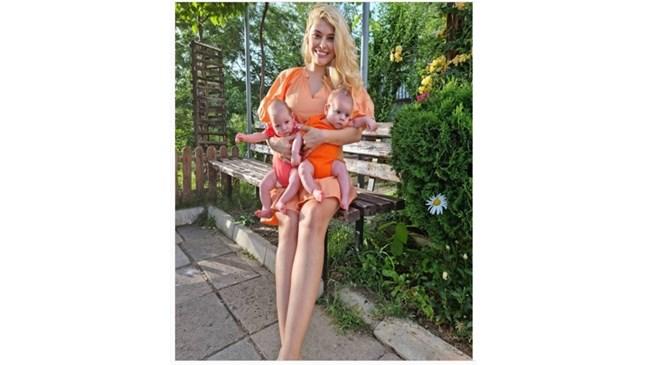 Ева Веселинова празнува първите 3 месеца на своите близнаци