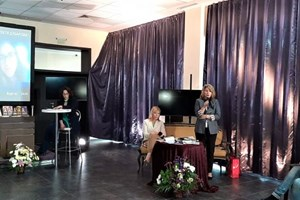 Старши експертът Венета Иванова обяви специалната награда на  Регионално управление на образованието.