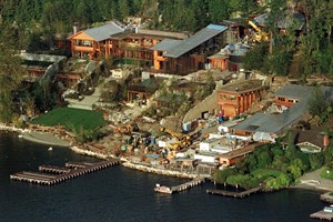 Семейният им дом на езерото Вашингтон струва около $ 125 млн.