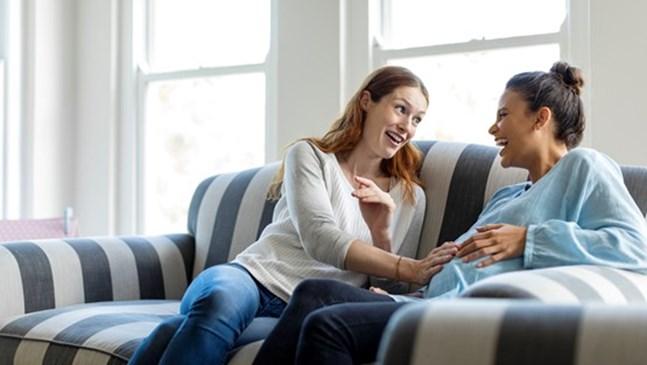 Бременна сте. Защо не е добра идея да слушате разкази на свои приятелки за раждането?
