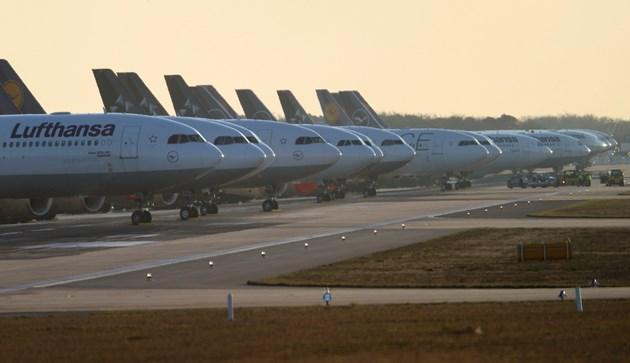 Авиацията се съвзема, но още е с 30% надолу отпреди пандемията