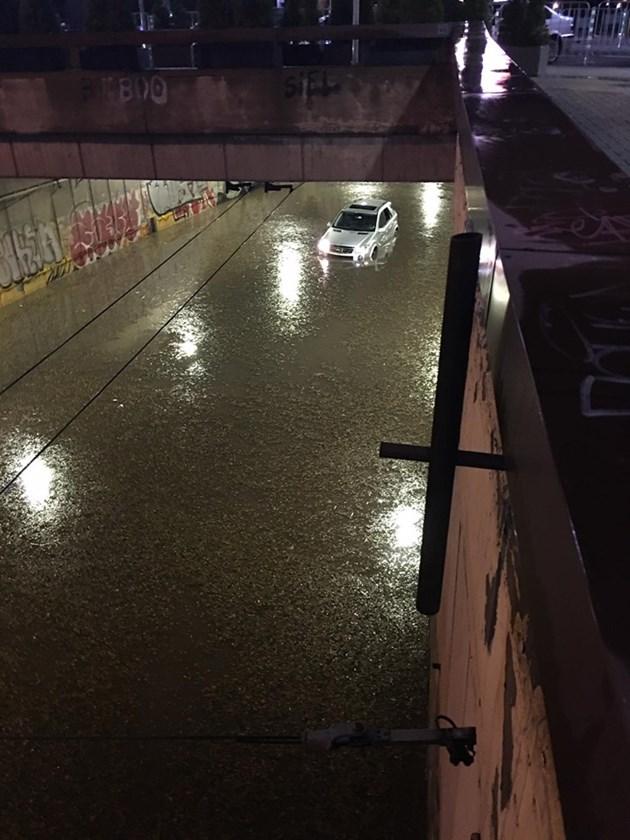 Ситуацията в София се нормализира след силната буря снощи