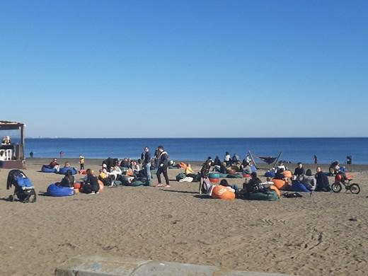 Лято в Бургас, градът се изнесе на плажа (Снимки)