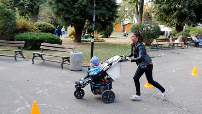 Карат бебешки колички на слалом в Габрово