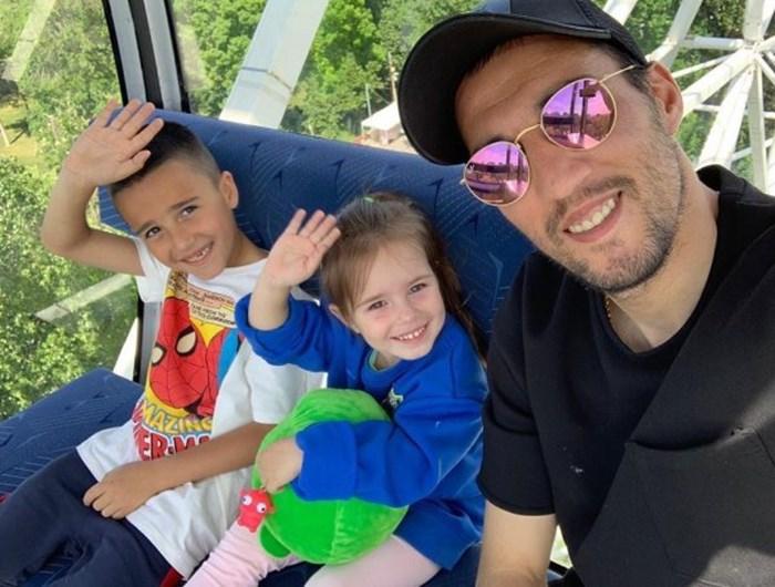 """Ивелин-младши и Емма с баща си. От """"Ростов"""" пуснаха снимки на футболистите си с техни наследници по случай 1 юни."""