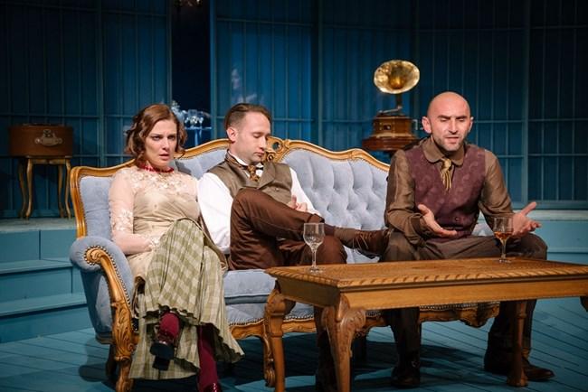 """""""Лисичета"""" в Народния театър"""" - част от новия сезон! Не го пропускайте е съветът на нашия театрален критик."""