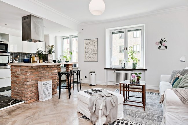 В това жилище скандинавският стил е умело допълнен с тухлени елементи