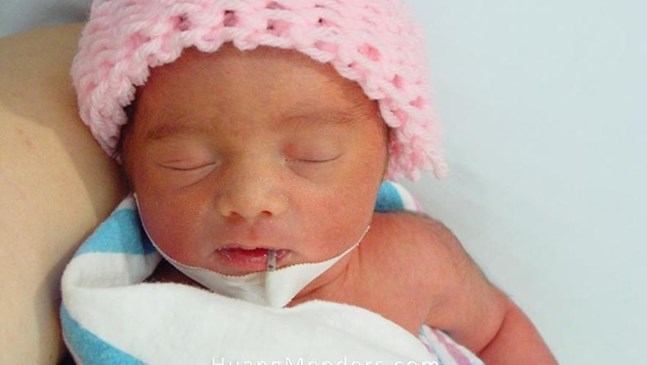 Майка прекара 3 седмици в болница, за да заснеме развитието на своето недоносено бебе