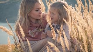 Трудности, които имат дъщерите, отгледани от нелюбящи майки