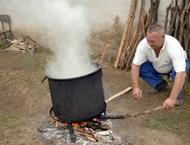 При консервиране на месо през лятото бурканите да се варят 2 пъти
