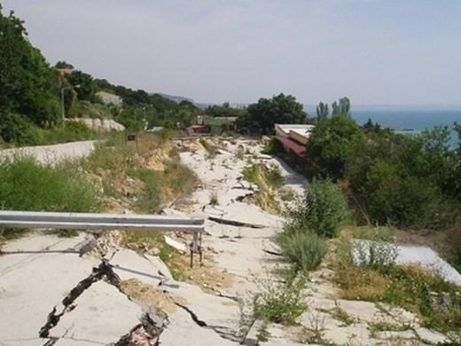 """След 16 години възстановяват панорамния път към """"Златни пясъци"""""""
