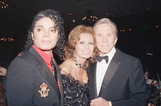 София Лорен, Кърк Дъглас и Майкъл Джексън наградите American Cinema на 9 януари 1987 г. в Бевърли Хилс, Калифорния.
