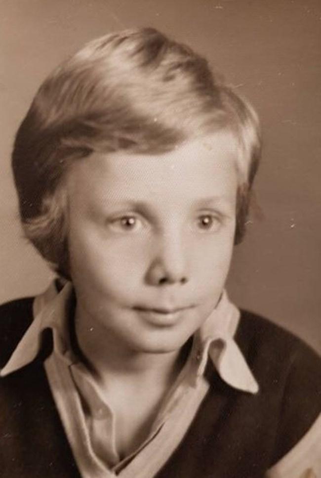 Ненчо Илчев като ученик -  още оттогава той показва  артистичния си талант, както  и увлечението по фокусите.  И с двете се занимава и днес.