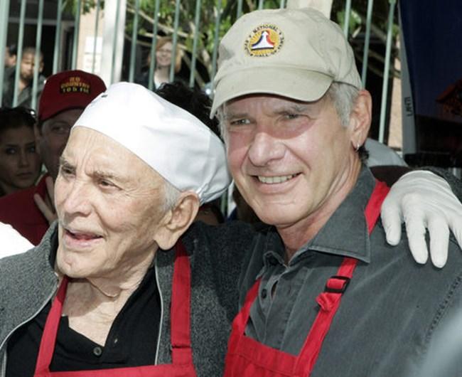 Кърк Дъглас и Харисън Форд на деня на Благодарността на 21 ноември 2007 г..