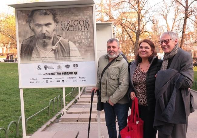 Служебният министър на културата Рашко Младенов, Мартина Вачкова и председателят на САБ Христо Мутафчиев откриха изложба с фотоси и текст от живота на Григор Вачков.