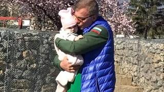 Наско Сираков с внучката: Любов ли е, чудо ли е?!
