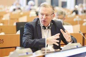 Норберт Линс (ЕНП, Германия) - главен преговарящ и председател на комисията по земеделие. Източник: EP/Alain ROLLAND