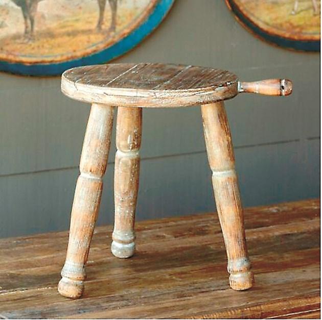 Столче на дояча с дръжка за лесно пренасяне