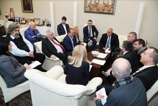 Борисов прие толтаксите на превозвачите, тестват ги три месеца