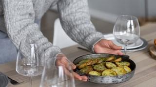 10 храни, които стават токсични, ако ги претоплим