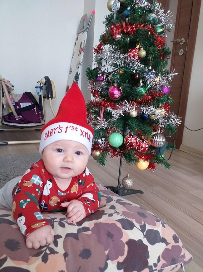 Даяна Владимирова е на пет месеца и за първи път ще посрещне Коледа.
