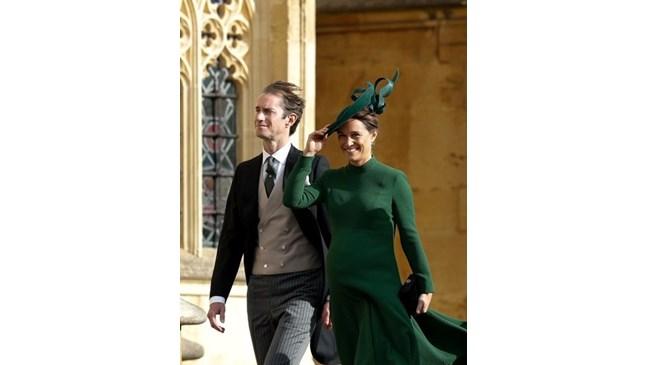 Принц Уилям и Кейт станаха чичо и леля, Пипа Мидълтън роди момченце (Снимки)