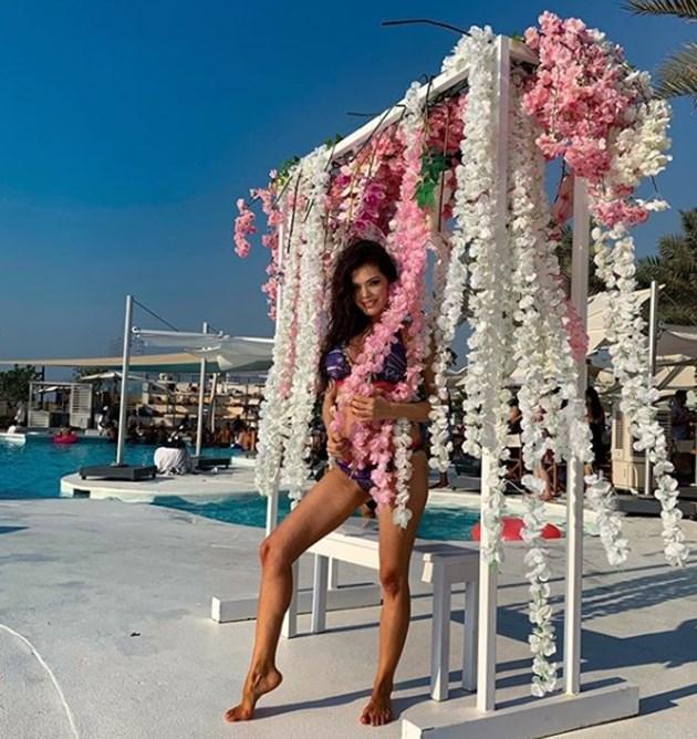 Преслава по бански в Дубай