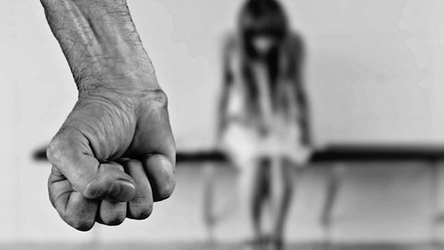 Изнасилена от възпитател жена търси осиновеното си дете, отгледано от политик